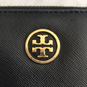 Tory Burch Bags - Tory Burch Robinson Zip Continental Wallet